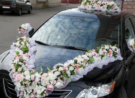 Свадебный кортеж: украшения автомобиля