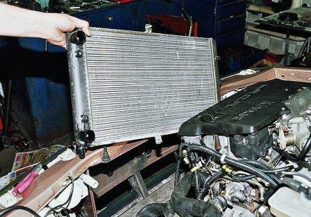 Как самостоятельно заменить радиатор охлаждения?