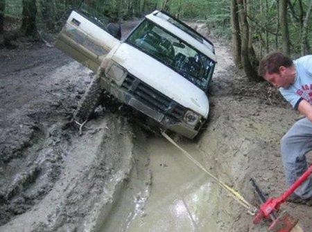 Застрял на машине в грязи, что делать