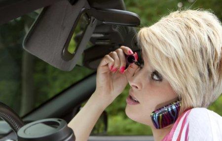 Главные ошибки водителей-женщин