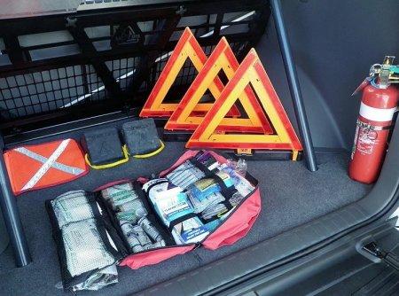 Что обязательно должно быть в багажнике машины